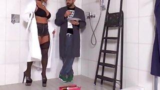 Susi gefickt in der Dusche Schwarze Strümpfe