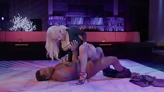 Empty nightclub is a perfect assignment for the Latina to have mating
