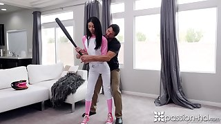 Baseball teen Jada Doll seduces her elder in sum and gives him a blowjob