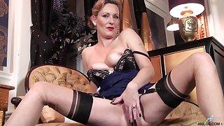 Mature slut Mrs Huntingdon Smythe fingers her wet pussy at home