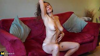 Mature British mom Josie with hairy hungry pussy