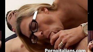 Italian mature granny fucks young big cock - Mamma tettona italiana vuole cazzo