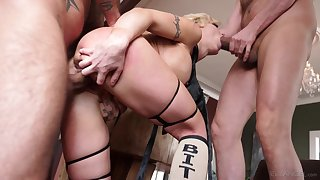 Men fuck blonde goddess in the ass and pussy during a wild show