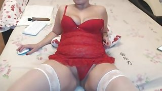 XXX thick milf in red lingerie remain on webcam and loves it