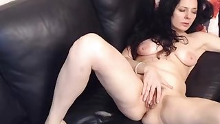 Horny milf fingerfucking her hairy pussy on webcam live