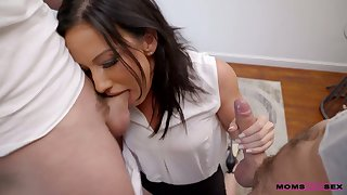 Some imprecise double penetration gonna be perfect for naughty Jennifer White