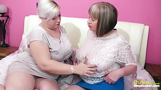 Oversexed mature lesbian George Gina gives a cunnilingus prevalent elderly girlfriend
