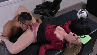 Office woman licked in the pussy the the new guy forwards sex