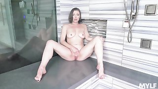 Unsurpassed babe Sovereign Syre with naturel boobs playing in hammer away shower