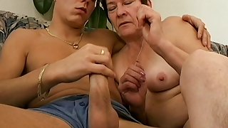 Unpaid fucking at home between a younger man and mature Anna2