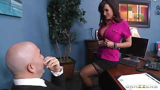 Incorrect pornstar Lisa Ann loves to be fucked by a throbbing boner
