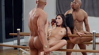 Molly Stewart watches as dancer Gianna Dior fucks be beneficial to a lead calling