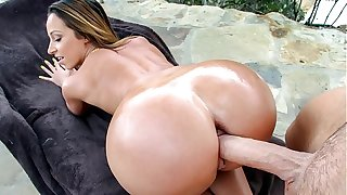 Milf with fat juicy ass gets fucked changeless